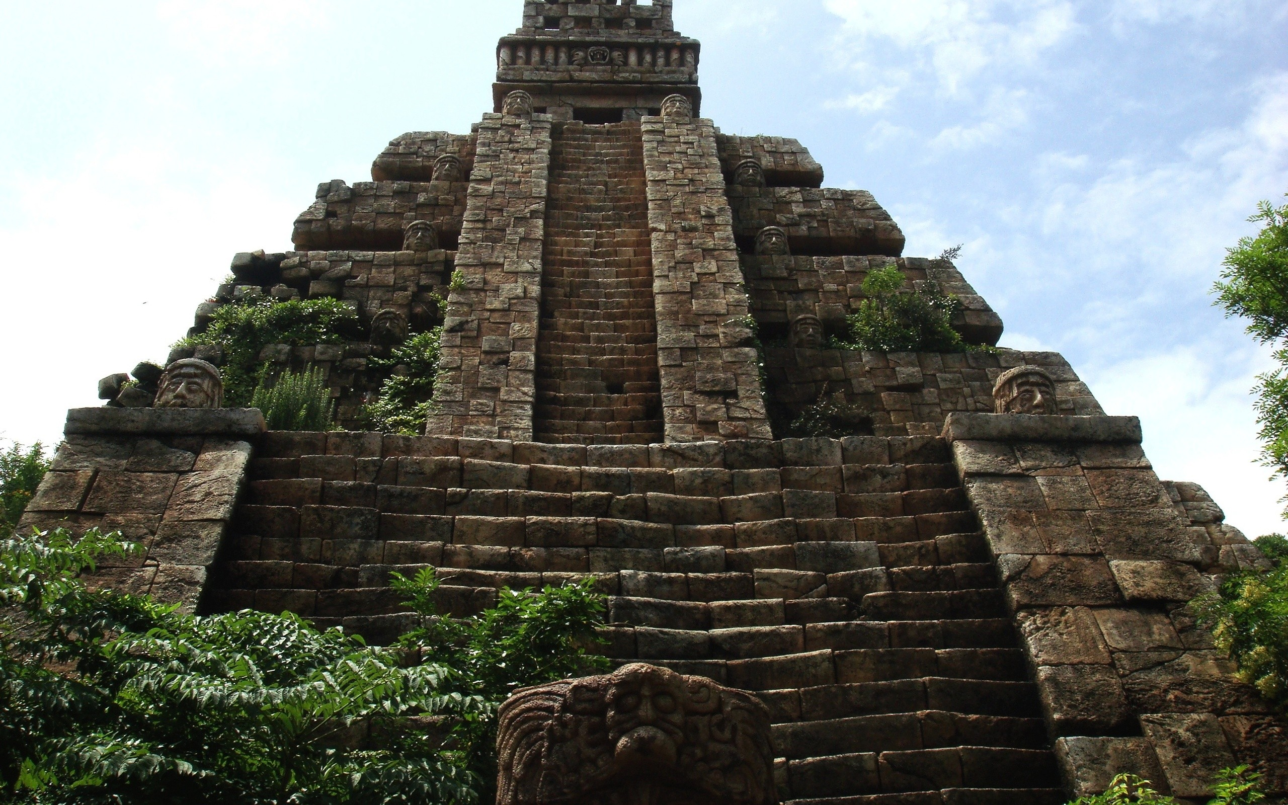 aztec-ancient-temple